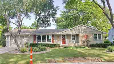 De Pere Single Family Home Active-No Offer: 803 Mt Olivet