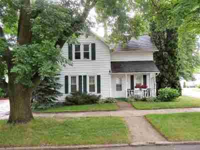 Kaukauna Single Family Home Active-No Offer: 902 Oviatt