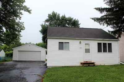 Kaukauna Single Family Home Active-No Offer: 1221 Hillcrest