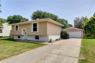 Appleton Single Family Home Active-No Offer: 1137 W Bell