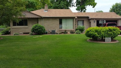 Neenah Single Family Home Active-No Offer: 111 Courtney