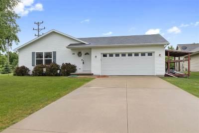 Neenah Single Family Home Active-Offer No Bump: 1101 Sand Point Ridge
