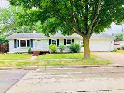 Appleton WI Single Family Home Active-Offer No Bump: $110,000