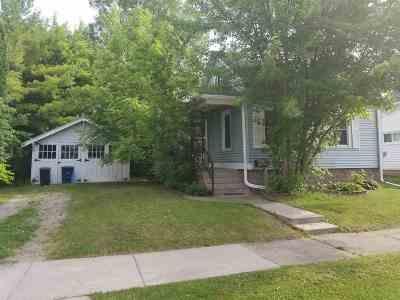 Oshkosh Single Family Home Active-No Offer: 629 W 7th