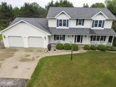 Single Family Home Active-No Offer: 2102 Cathedral Forest