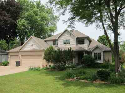 Kaukauna Single Family Home Active-No Offer: 2112 Edgewood