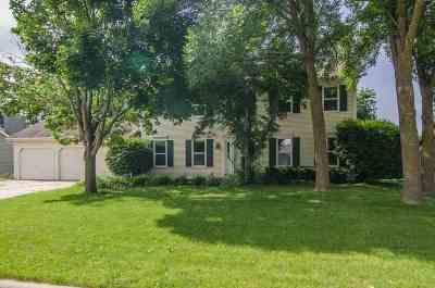 Appleton WI Single Family Home Active-No Offer: $235,000