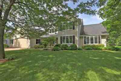 Neenah Single Family Home Active-Offer No Bump: 2104 E Prairie Creek