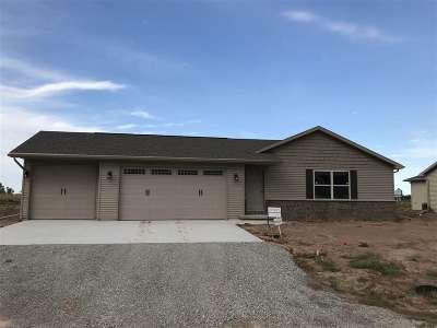 Kaukauna Single Family Home Active-Offer No Bump: 1440 Mera