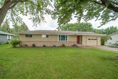 Menasha Single Family Home Active-Offer No Bump: 1387 Mission