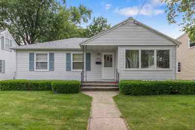 Menasha Single Family Home Active-No Offer: 837 State