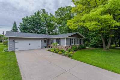 Kaukauna Single Family Home Active-No Offer: 208 Hayes