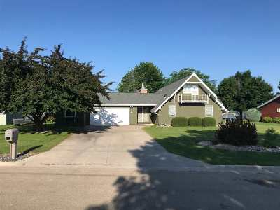 Winneconne Single Family Home Active-Offer No Bump-Show: 160 Twin Harbor