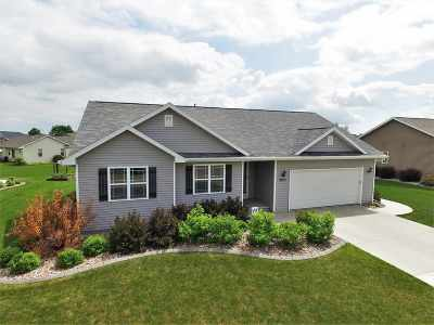 Neenah Single Family Home Active-Offer W/Bump: 2273 Meadow Heights