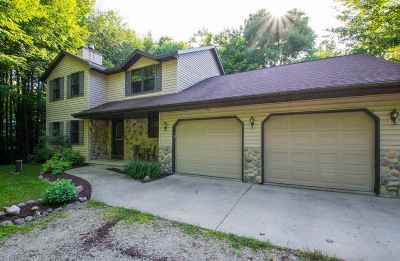 Howard, Suamico Single Family Home Active-No Offer: 4965 Timberwood