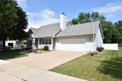 Oshkosh Single Family Home Active-Offer No Bump: 1670 Hunters Glen