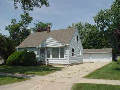 Little Chute Single Family Home Active-Offer No Bump: 714 Lincoln