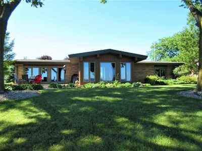 Winneconne Single Family Home Active-Offer No Bump: 5663 Courtney Plummer