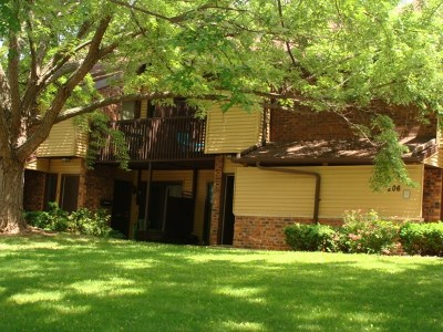 Appleton Condo/Townhouse Active-No Offer: 206 Royal #9