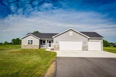 Neenah Single Family Home Active-Offer W/Bump: 8109 Challenger