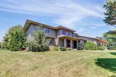 Oconto County Single Family Home Active-Offer No Bump: 1553 W Frontier
