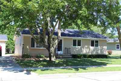 Kaukauna Single Family Home Active-No Offer: 1801 Sherry