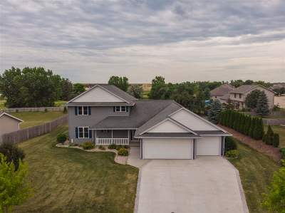 Neenah Single Family Home Active-No Offer: 677 Copperhead