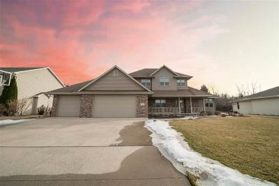 Neenah Single Family Home Active-No Offer: 1336 Whispering Pines