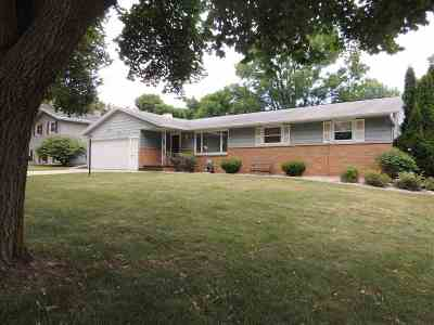 Green Bay Single Family Home Active-Offer W/Bump-Show: 1478 Carole