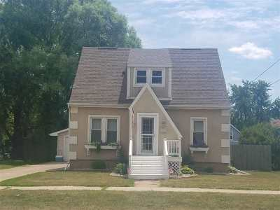 Menasha Single Family Home Active-Offer No Bump: 825 1st