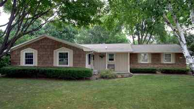 Green Bay Single Family Home Active-No Offer: 556 Laverne