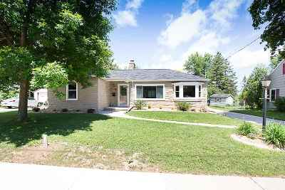 Kaukauna Single Family Home Active-No Offer: 300 E 15th