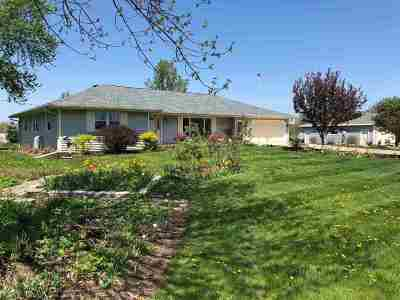 Seymour WI Single Family Home Active-No Offer: $239,900