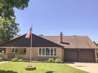 Green Bay Single Family Home Active-No Offer: 1313 Biemeret