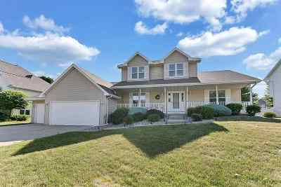 Green Bay Single Family Home Active-No Offer: 1155 Livingston