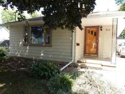 Appleton Single Family Home Active-No Offer: 902 S Outagamie