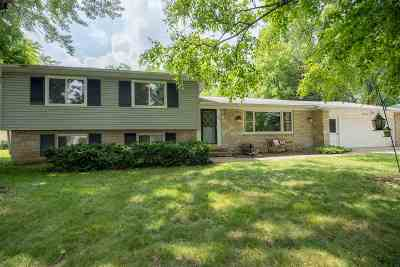 Neenah Single Family Home Active-No Offer: 814 Fieldcrest