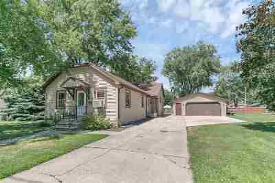 Green Bay Single Family Home Active-No Offer: 1249 Vanderbraak