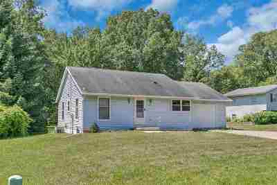 Howard, Suamico Single Family Home Active-No Offer: 3053 Birch