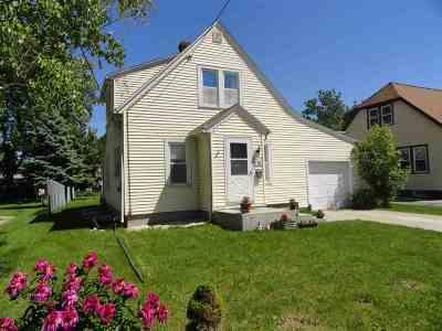 Menasha Single Family Home Active-Offer No Bump: 718 4th
