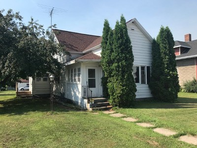 Lena Single Family Home Active-No Offer: 333 W Main