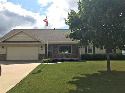 De Pere Single Family Home Active-No Offer: 1565 Morning Mist
