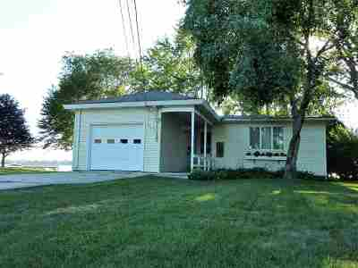 Menasha Single Family Home Active-Offer No Bump: 644 Lakecrest