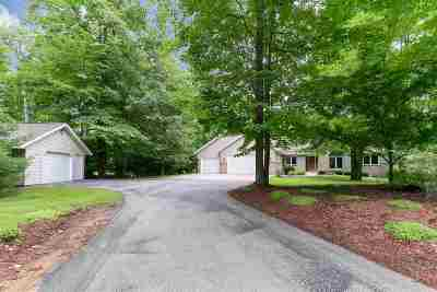 Little Suamico Single Family Home Active-Offer No Bump: 5755 Timber Haven