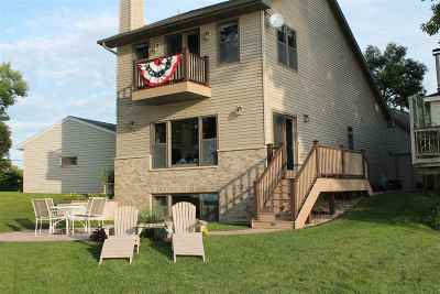 Winneconne Single Family Home Active-Offer No Bump: 8362 Oconnells Resort