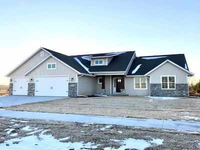 Oshkosh Single Family Home Active-No Offer: 2135 Morningstar