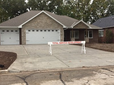 Green Bay Single Family Home Active-No Offer: 1609 Rustic Oaks
