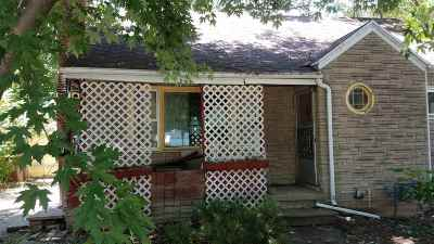Menasha Single Family Home Active-No Offer: 704 Arthur