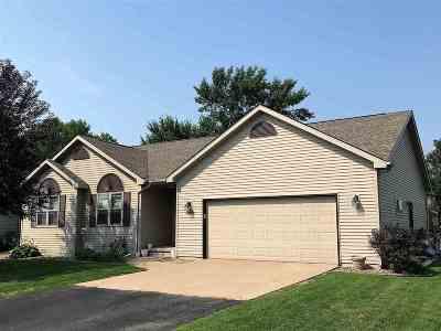 Menasha Single Family Home Active-Offer W/Bump: 1216 Bluegrass