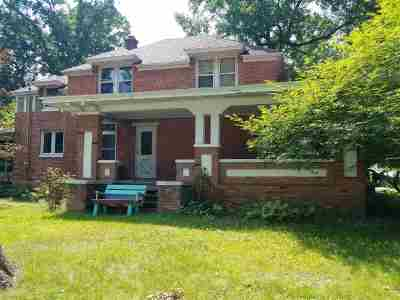 Waupaca Single Family Home Active-No Offer: 517 W Fulton
